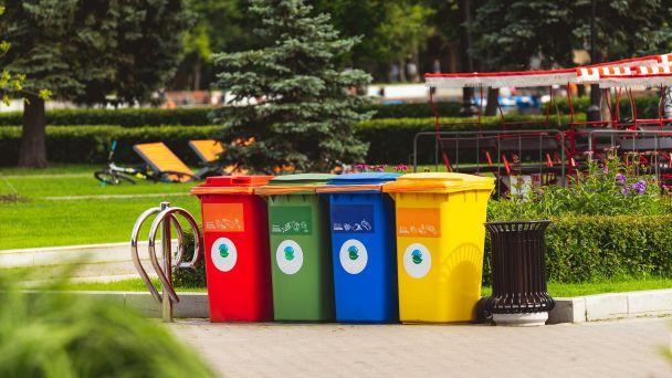 Zber triedeného odpadu zamestnancami obce- ZMENA